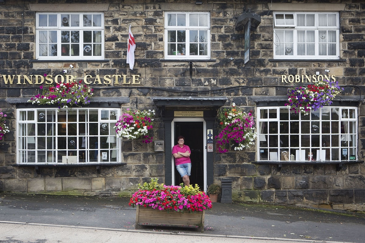 Licensee at Windsor Castle pub awarded the BII Heart of the Community Award